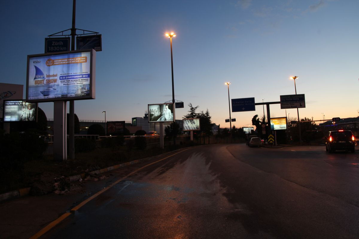 Durukan Reklam Ataturk Havalimani Pano A-14