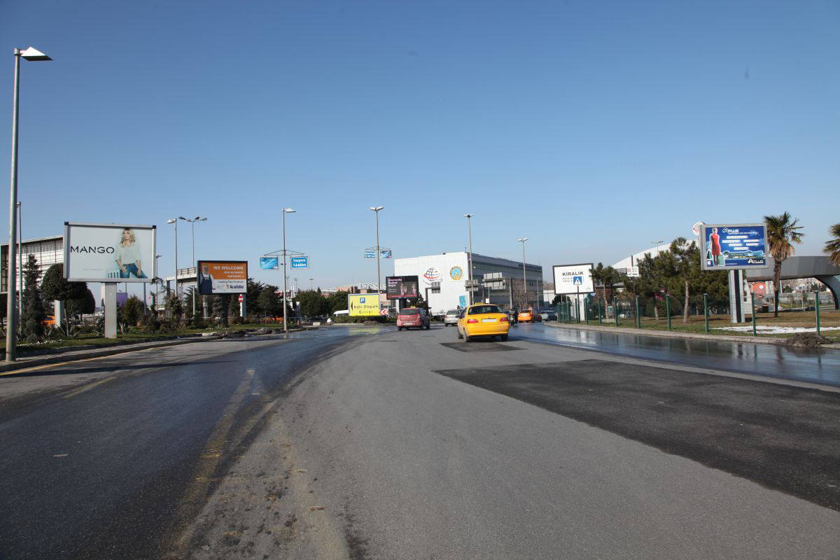 Durukan Reklam Ataturk Havalimani Pano A-24